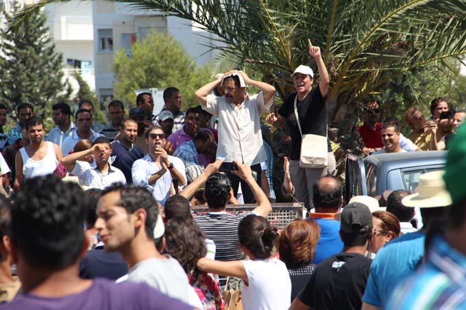Assassinat Mohamed Brahmi - Devant l'hôpital Mahmoud Materi