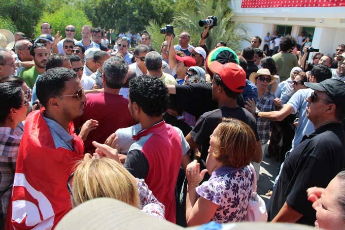 Assassinat Maohamed Brahmi - devant l'hôpital Mahmoud brahmi